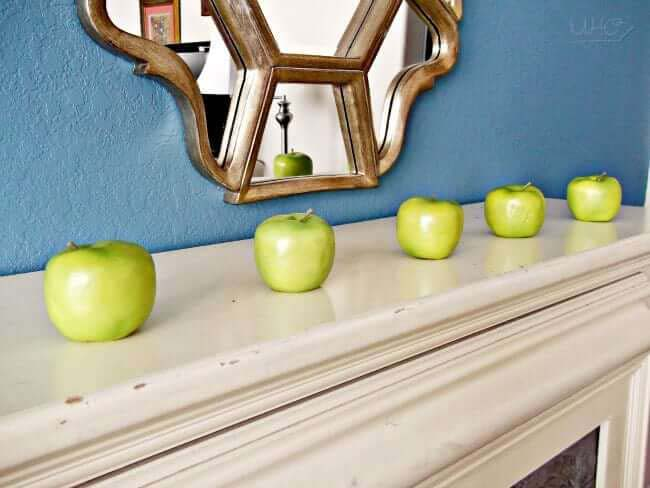 Green Apple Simple Summer Mantle Decor #diy #rustic #summer #decorations #decorhomeideas