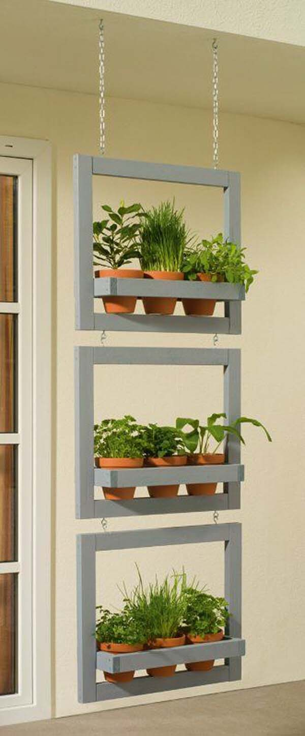 Hanging Shelves Herb Garden #diy #herbgarden #herbs #garden #ideas #decorhomeideas