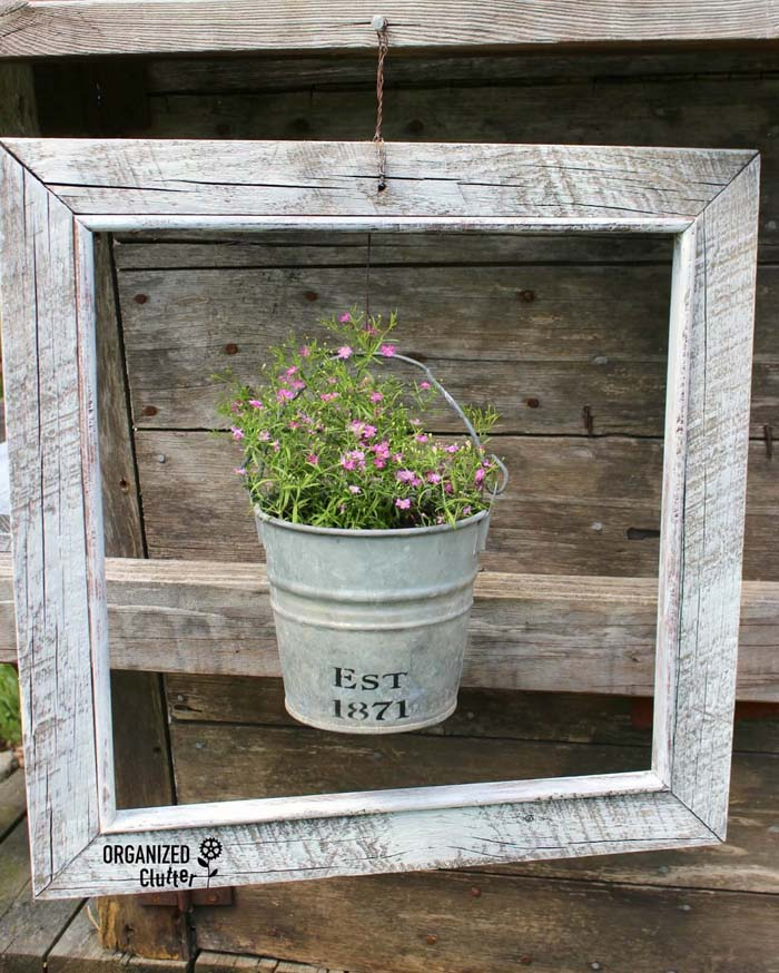 Highlight a Pot with a Distressed Frame #diy #porch #patio #projects #colorful #decorhomeideas