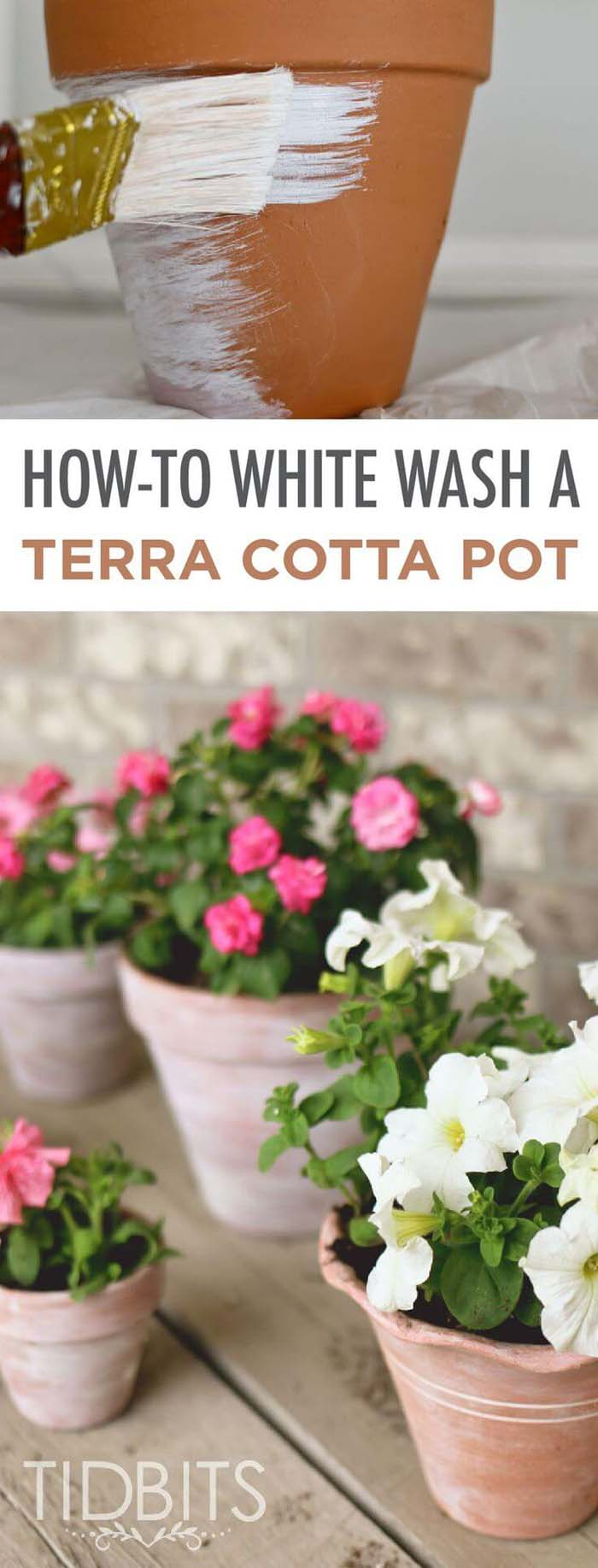 How to Distress New Terra Cotta Pots #diy #porch #patio #projects #colorful #decorhomeideas
