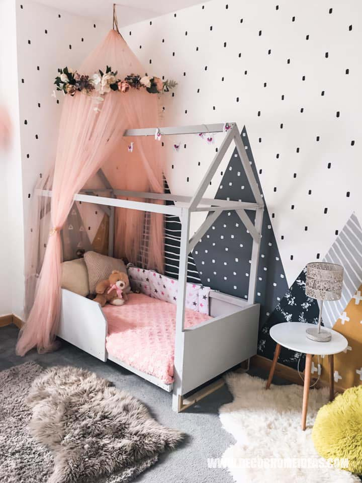 Montesory House Bed With Canopy How To Decorate Girl Room with Montessori method, DIY decorations and furniture, wall murals , play areas and toy storage. #diy #kidsroom #montessori #decor #decorhomeideas