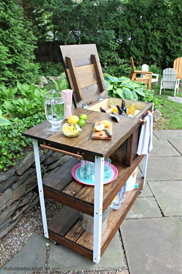 Personal Cabana-On-Wheels Wooden Bar #diy #project #backyard #garden #decorhomeideas