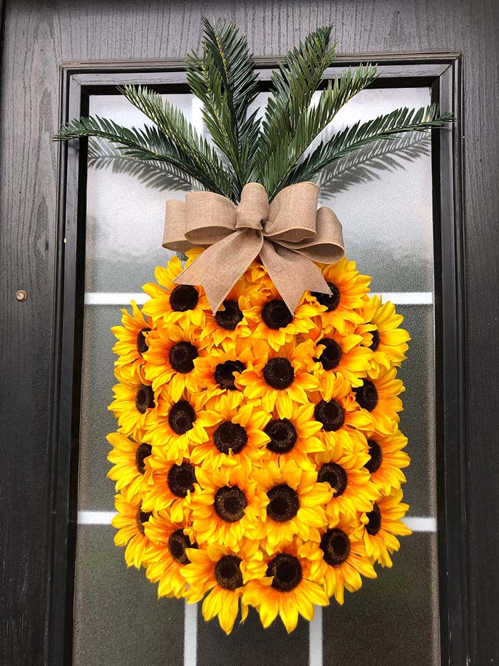 Pineapple Sunflower Wreath #diy #rustic #summer #decorations #decorhomeideas