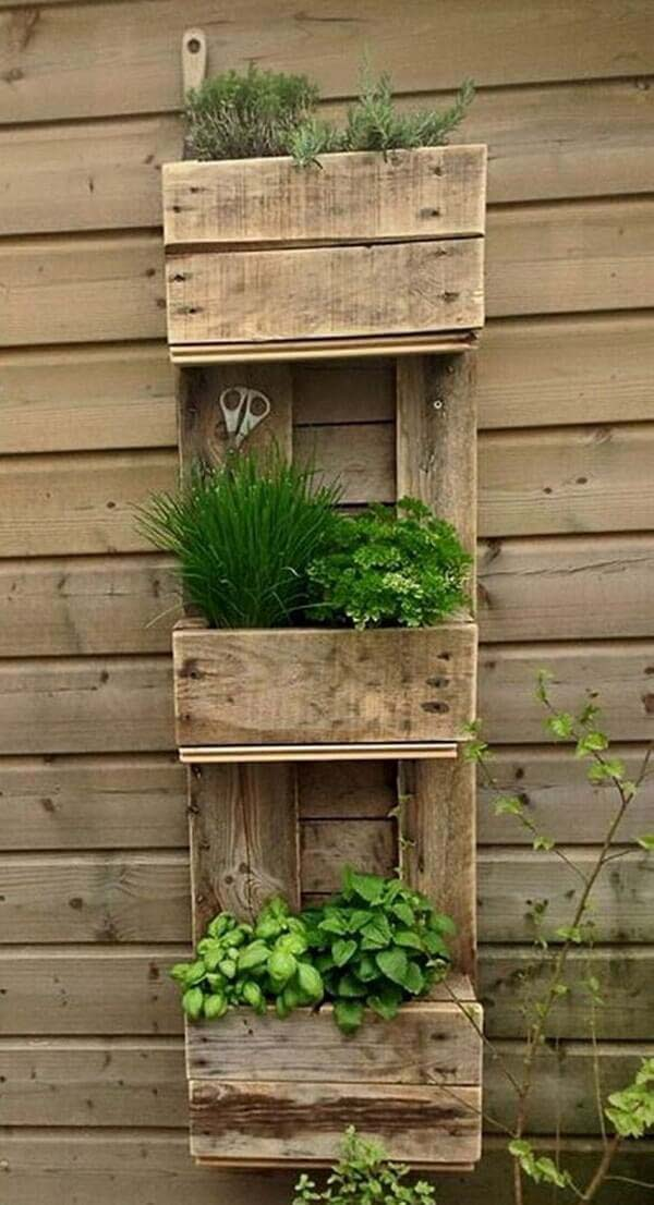 Rustic Three Tiered Herb Garden #diy #herbgarden #herbs #garden #ideas #decorhomeideas