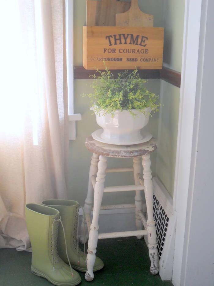 Rustic Weathered Stool Focal Point #diy #rustic #summer #decorations #decorhomeideas