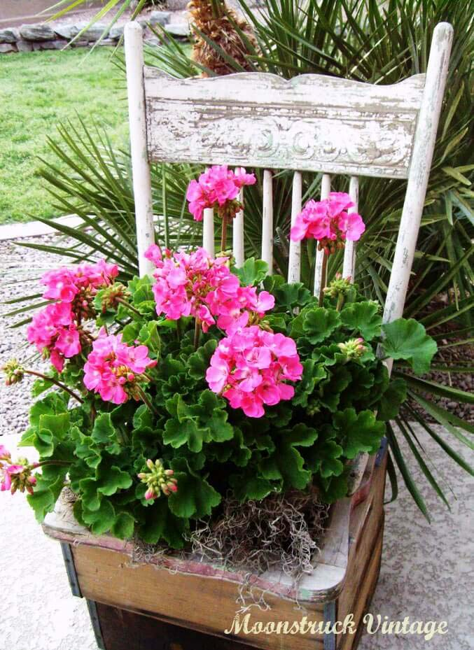 Shabby Chic Chair Flower Planter #diy #porch #patio #projects #colorful #decorhomeideas