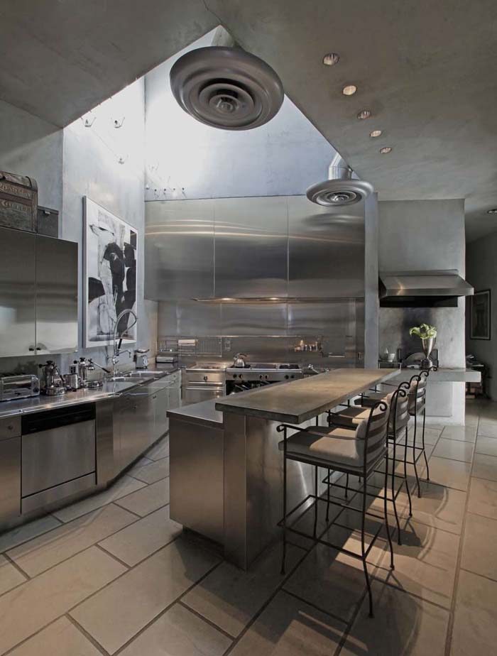 Curved Stainless Steel Kictchen In An Appartment #kitchen #cabinets #metal #steel #decorhomeideas