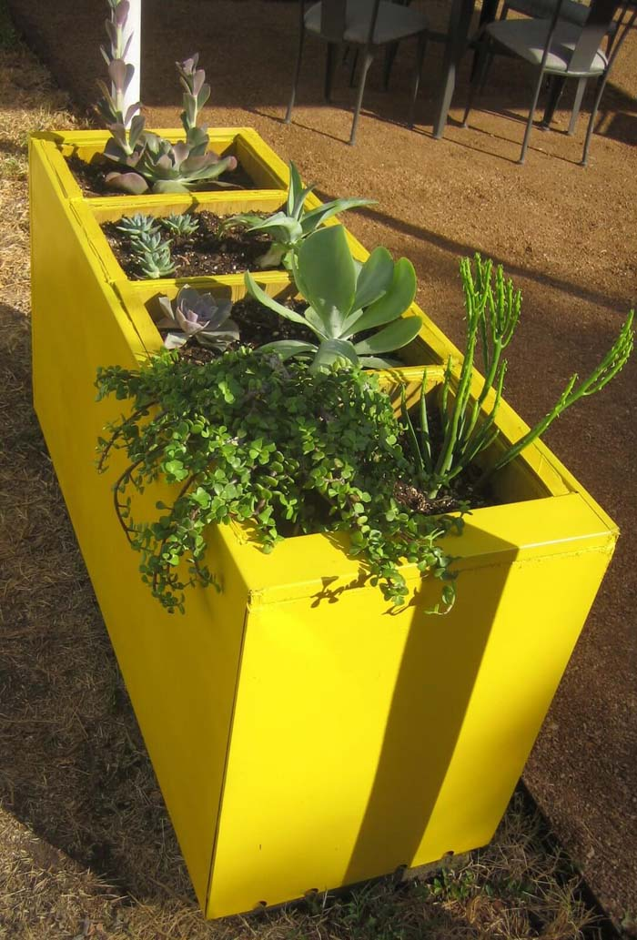 Vibrant Yellow Raised Garden #raisedbed #garden #diy #cheap #decorhomeideas