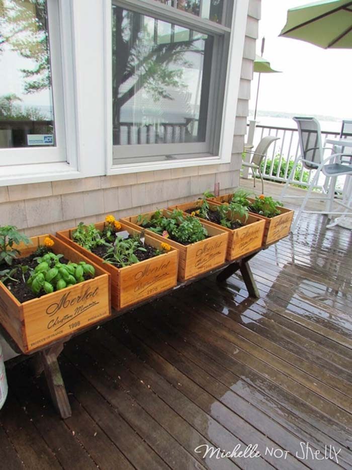 Vintner-Inspired Wine Box Herb Garden #diy #herbgarden #herbs #garden #ideas #decorhomeideas
