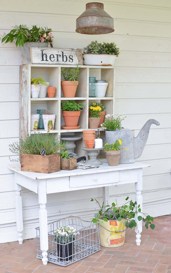 A Cute Cubby Hole Herb Garden #diy #potting #bench #garden #decorhomeideas