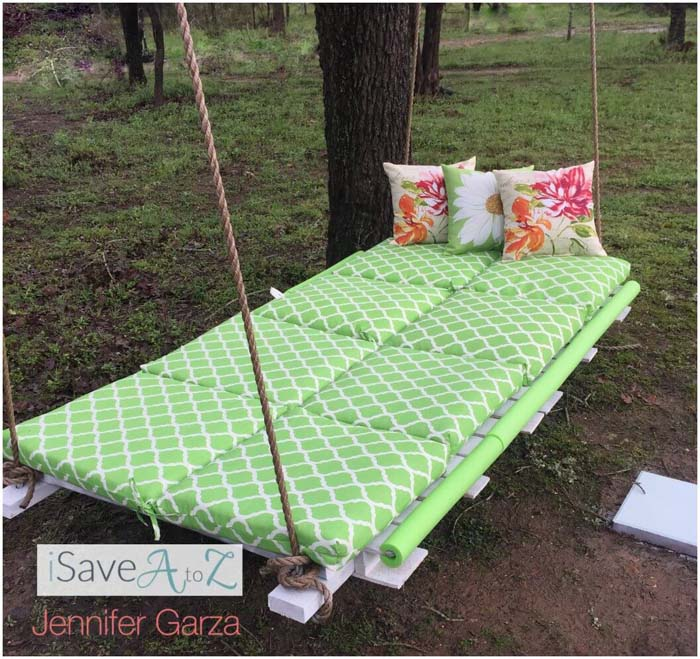 A Dreamy Pallet Swing Perfect for Relaxing #diy #pallet #garden #decorhomeideas