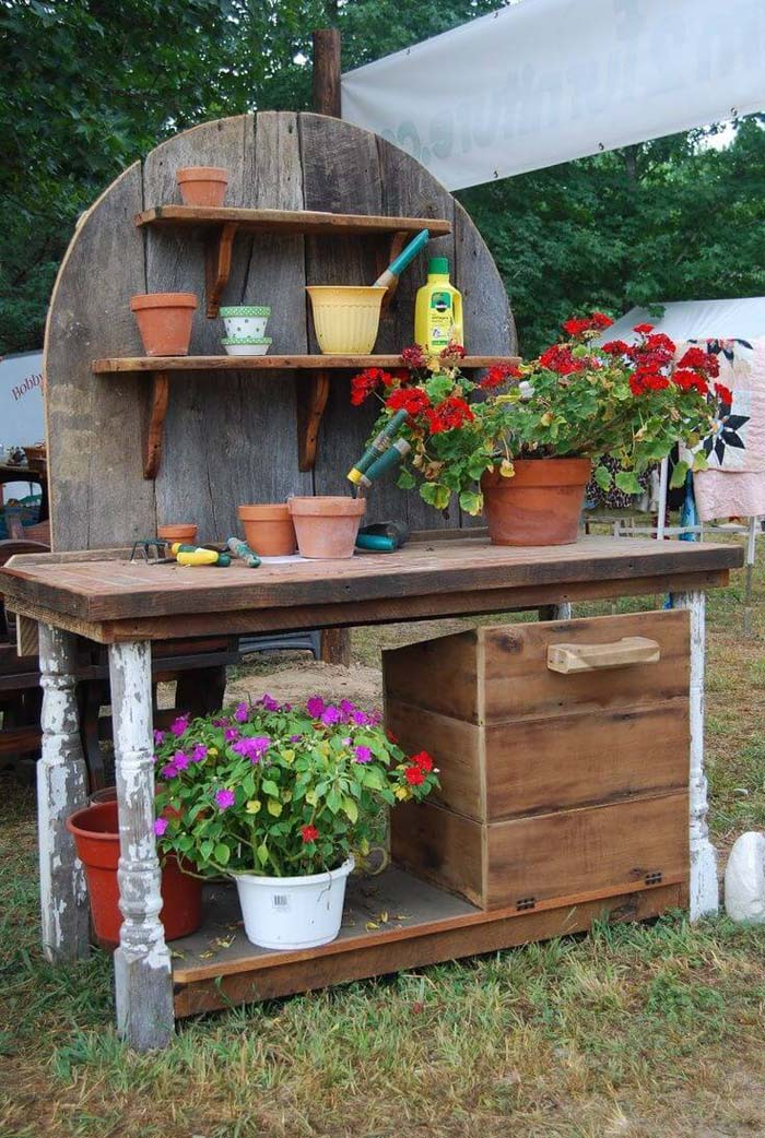 A Pieced Together Garden Center #diy #potting #bench #garden #decorhomeideas