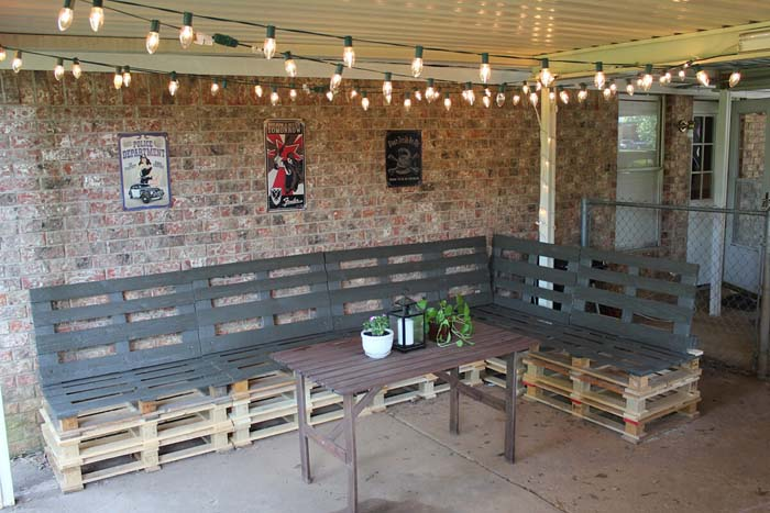 An Entertainer's Dream Oversized Pallet Sectional #diy #pallet #garden #decorhomeideas
