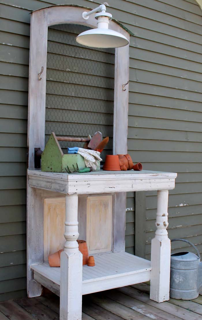 Baluster Potting Table with Overhead Lighting #diy #potting #bench #garden #decorhomeideas