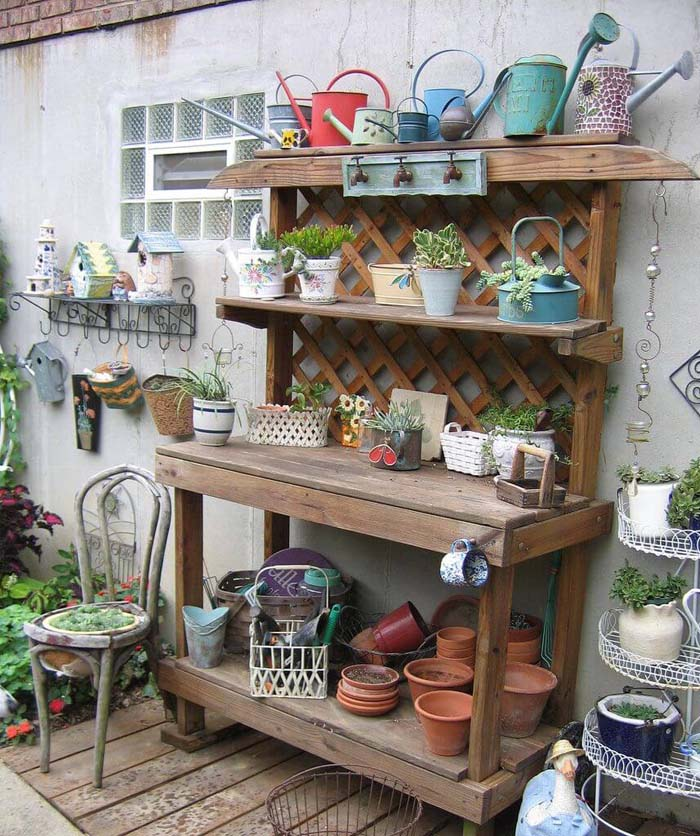 Basic but Beautiful with Natural Lattice Backing #diy #potting #bench #garden #decorhomeideas