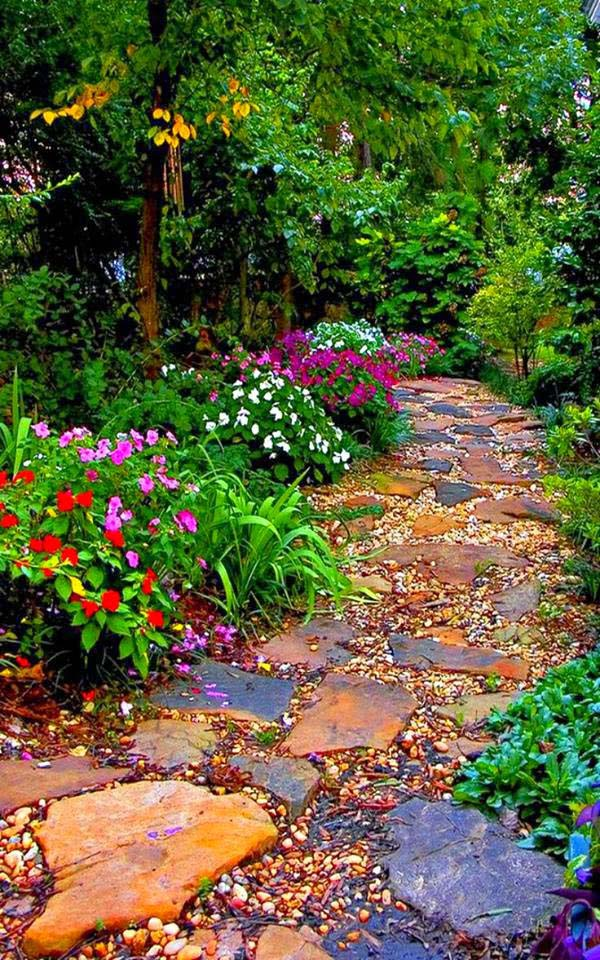 Be Colorful #steppingstones #garden #backyard #pathway #decorhomeideas