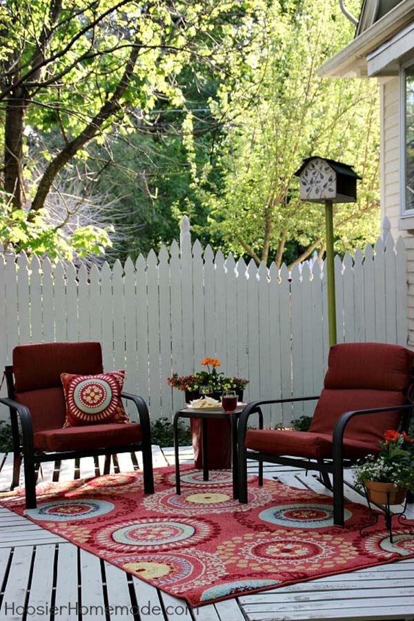 Build a Pallet Deck to Extend Your Space #diy #pallet #garden #decorhomeideas