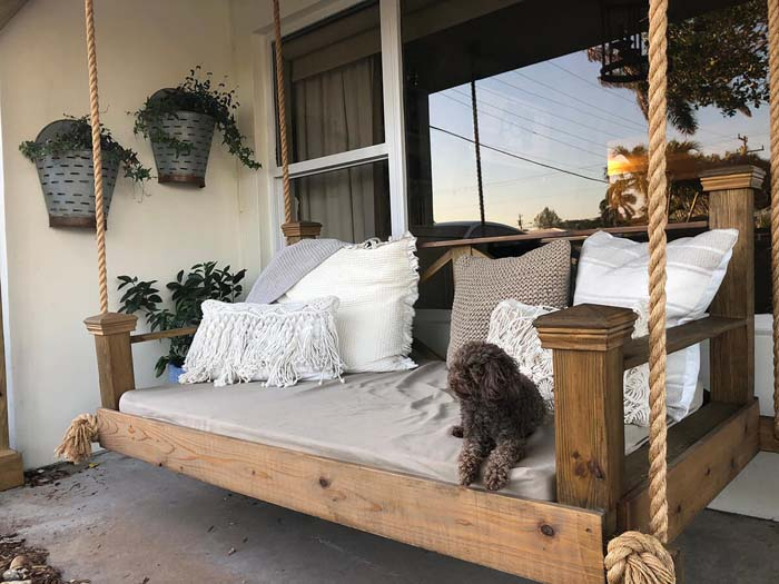 Cedar and Rope Veranda Bed Swing #veranda #decor #rustic #decorhomeideas