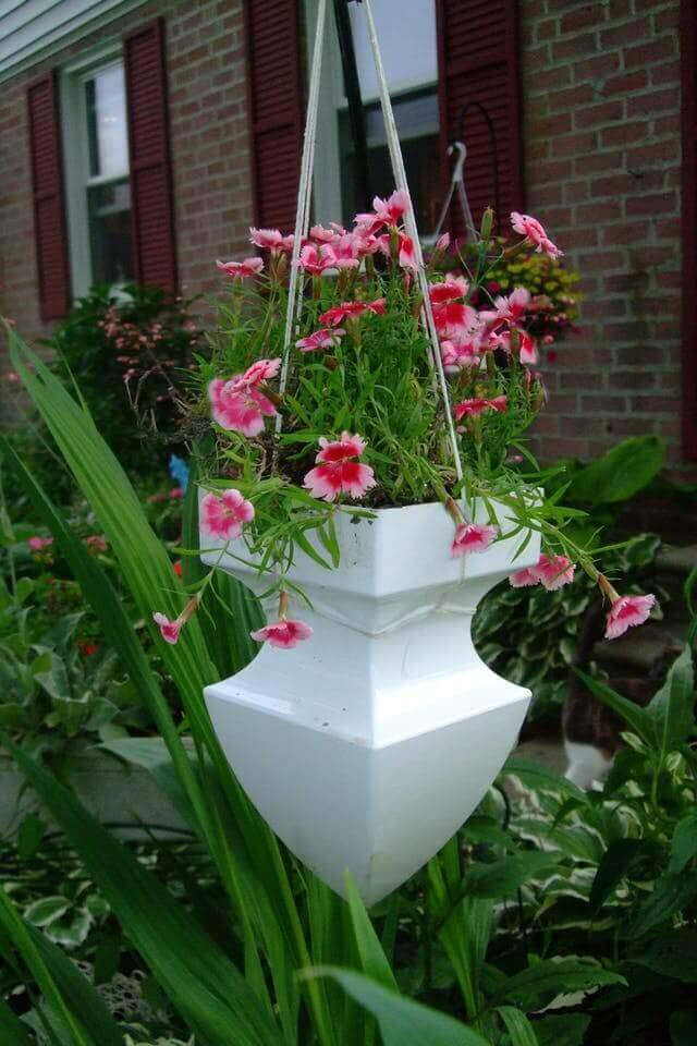 Cleverly Repurposed Architectural Pediment Planter #diy #planter #flower #hanging #garden #decorhomeideas