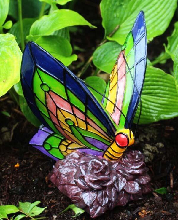 Color-Changing Butterfly Pathway Light #diy #solar #lights #solarlight #garden #decorhomeideas