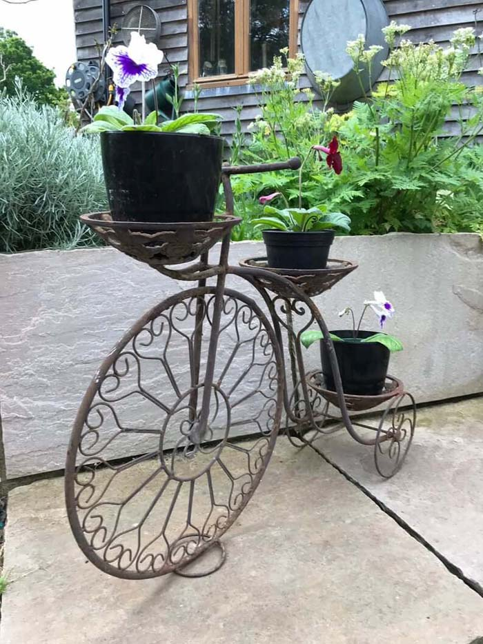 Creative and Functional Metal Plant Stand #diy #garden #decor #countryside #decorhomeideas
