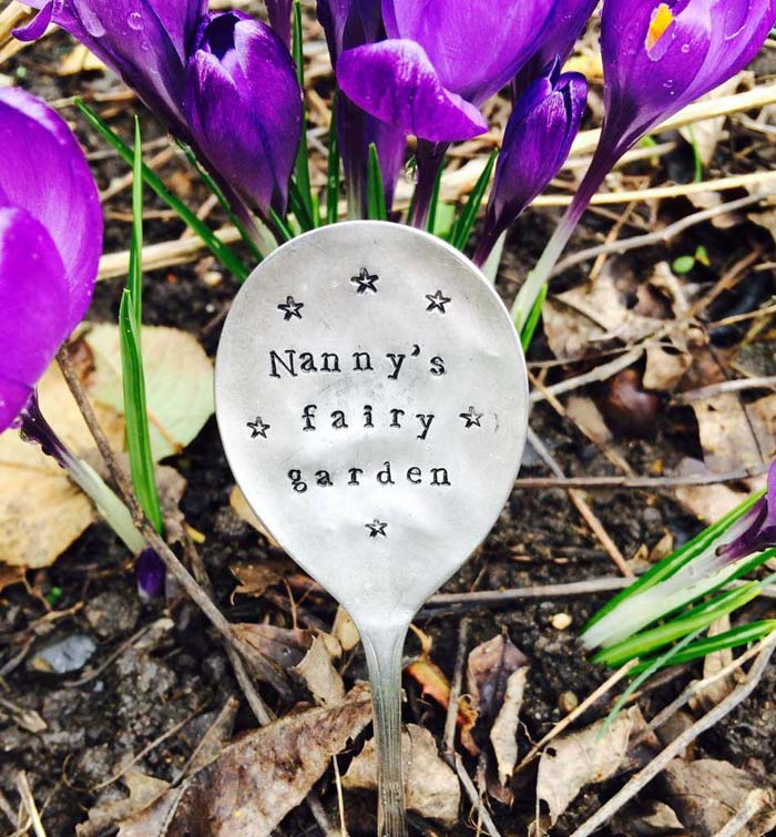 Cute and Customized Spoon Herb Marker #diy #garden #decor #countryside #decorhomeideas