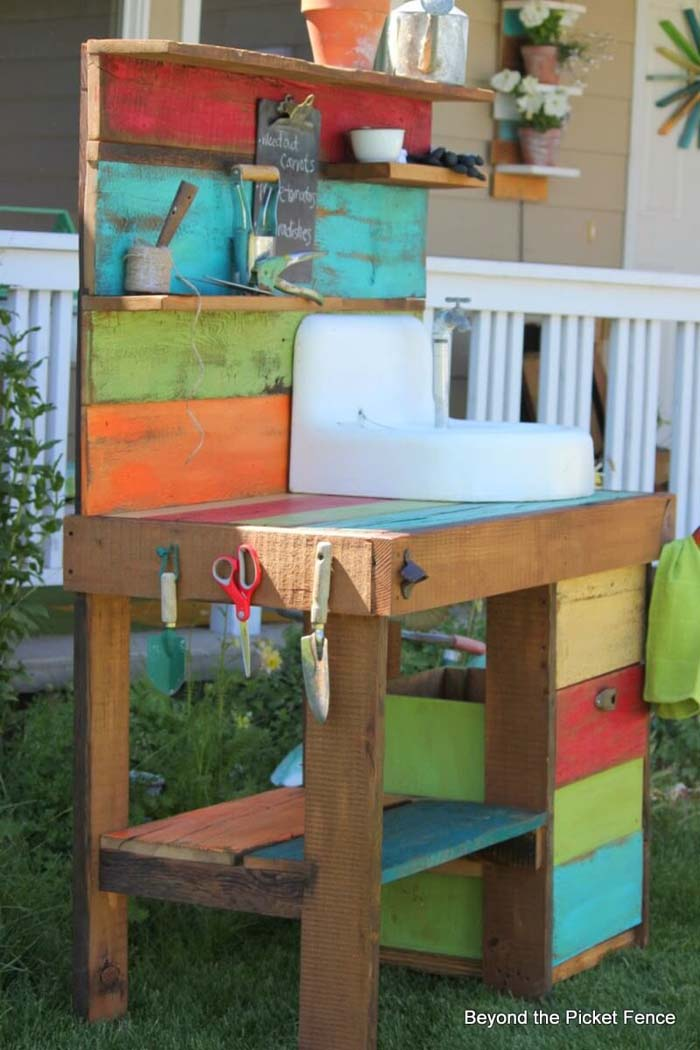 Distressed Rainbow Potting Table Project #diy #potting #bench #garden #decorhomeideas