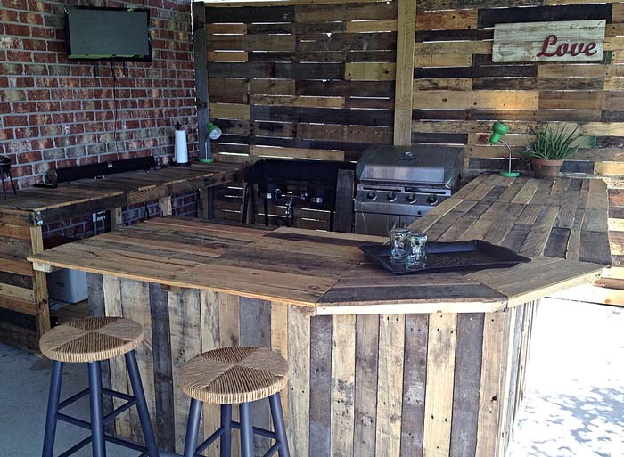 DIY Pallet Wood Outdoor Bar #outdoorkitchen #garden #ktichen #decorhomeideas