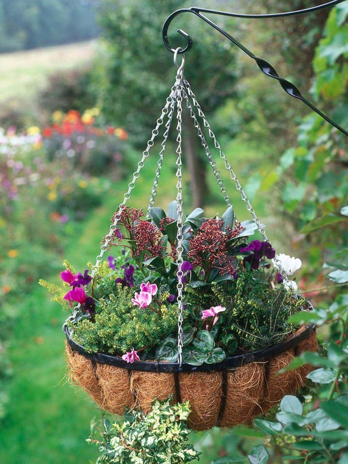 Elegant Seasonal Outdoor Hanging Basket #diy #planter #flower #hanging #garden #decorhomeideas