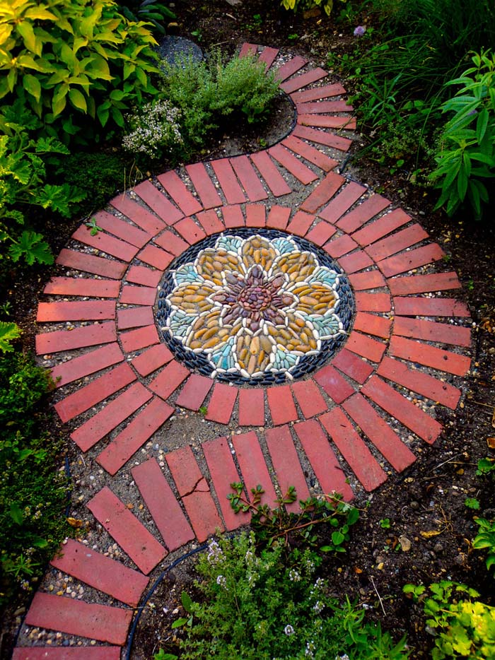 Elevate Stepping Stones into Art #steppingstones #garden #backyard #pathway #decorhomeideas