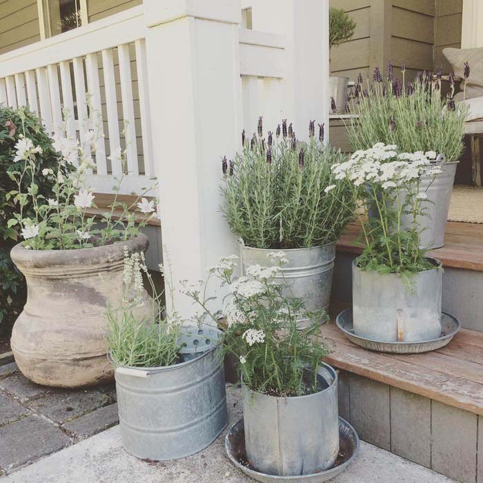 French Country Metal Flower Planters #porch #summer #decor #decorhomeideas