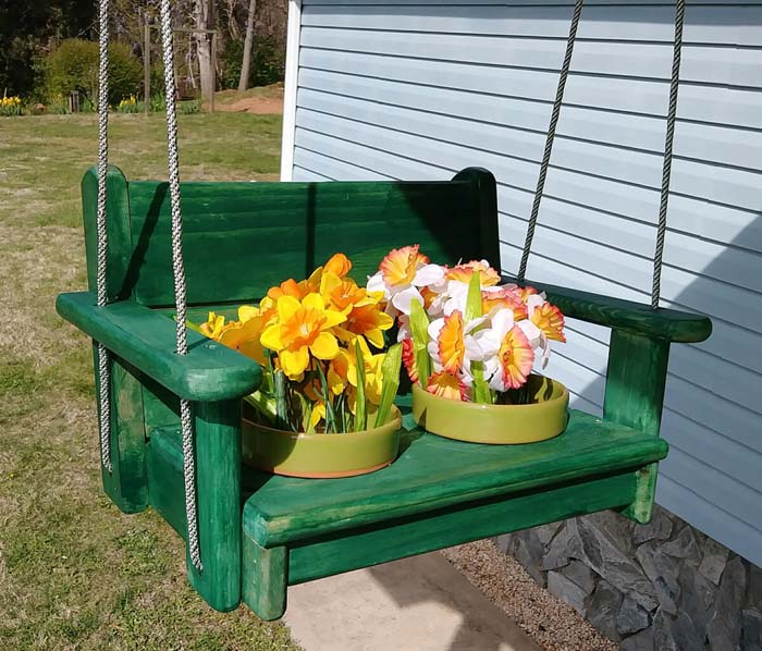 Gator Green Miniature Swing Planter #diy #pallet #garden #decorhomeideas