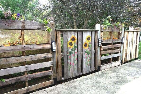 Hand Painted Recycled Wooden Pallet Fence #farmhouse #summer #decor #decorhomeideas