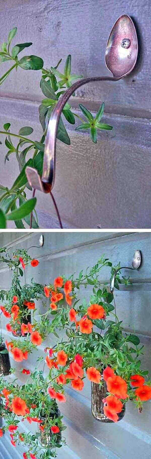 Hanging Basket Hooks Made From Spoons #diy #planter #flower #hanging #garden #decorhomeideas