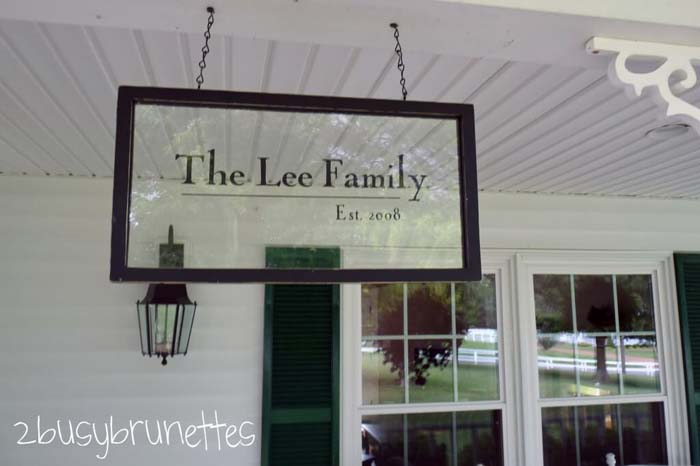 Hanging Recycled Window Sign #diy #porch #sign #decorhomeideas