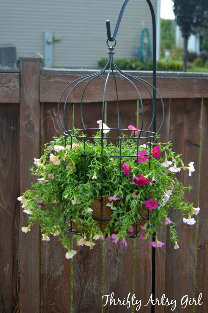 Hanging Wire Flower Pot Cage #diy #planter #flower #hanging #garden #decorhomeideas
