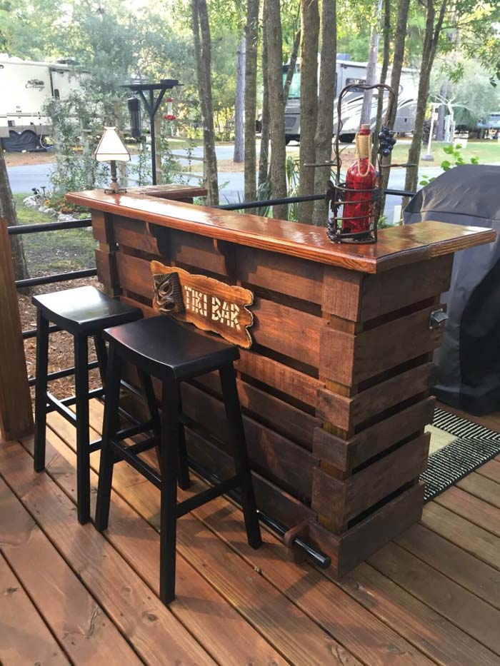 Incredible Tiki Bar Custom Built from Pallets #diy #pallet #garden #decorhomeideas