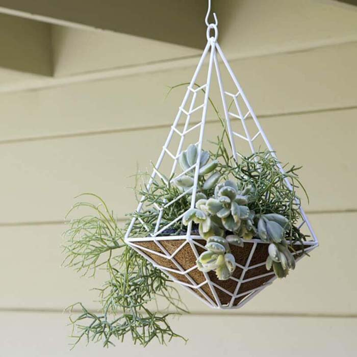 Modern Chevron Patterned Metal Planter #diy #planter #flower #hanging #garden #decorhomeideas
