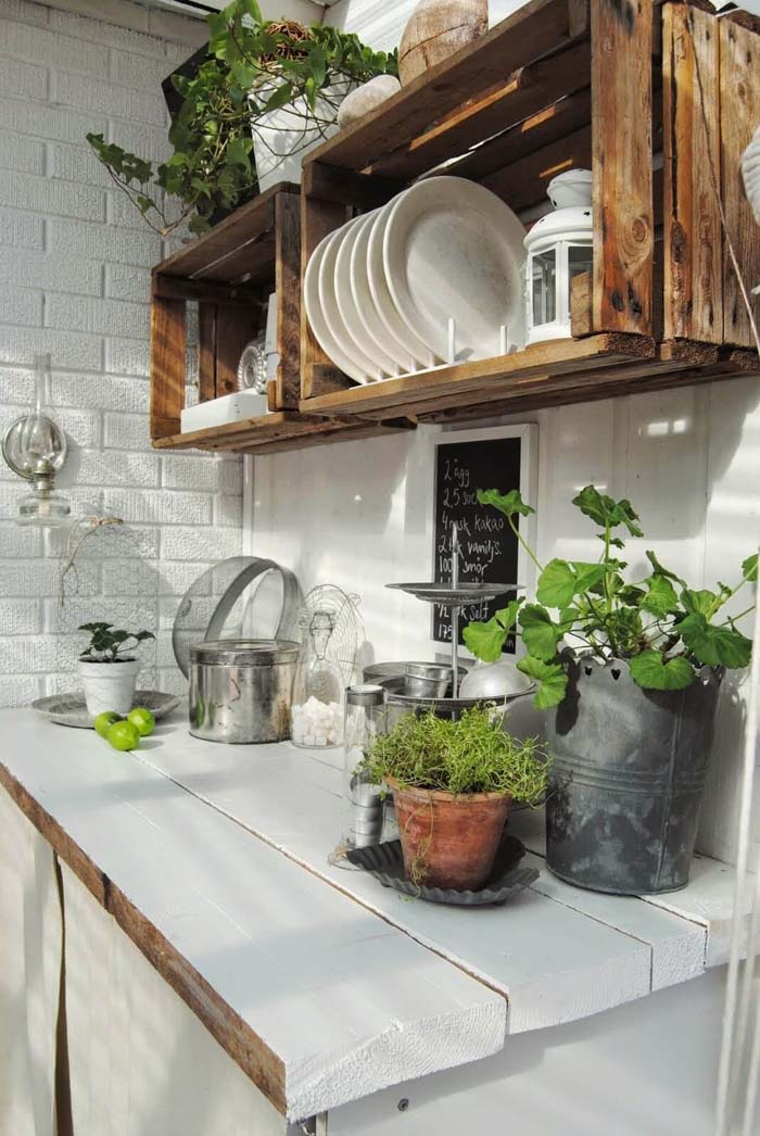 Outdoor Food Prep Station With Crate Shelving #outdoorkitchen #garden #ktichen #decorhomeideas