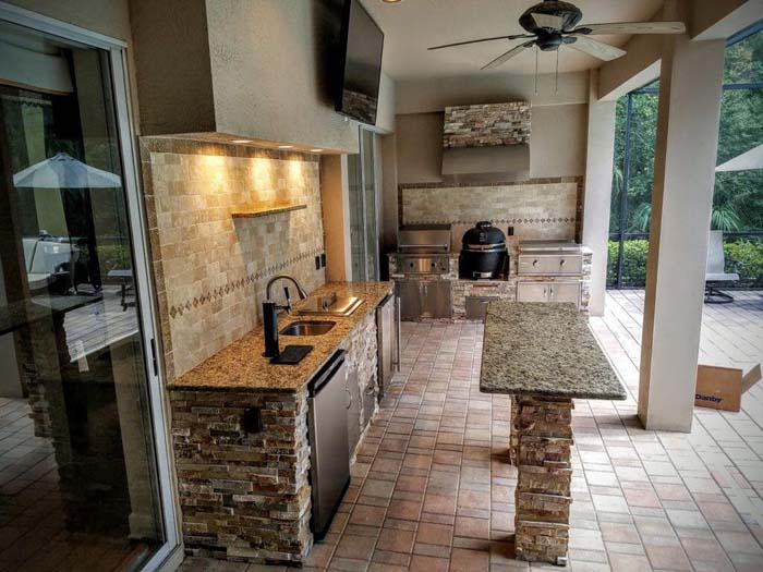 Outdoor Patio Kitchen With Island #outdoorkitchen #garden #ktichen #decorhomeideas