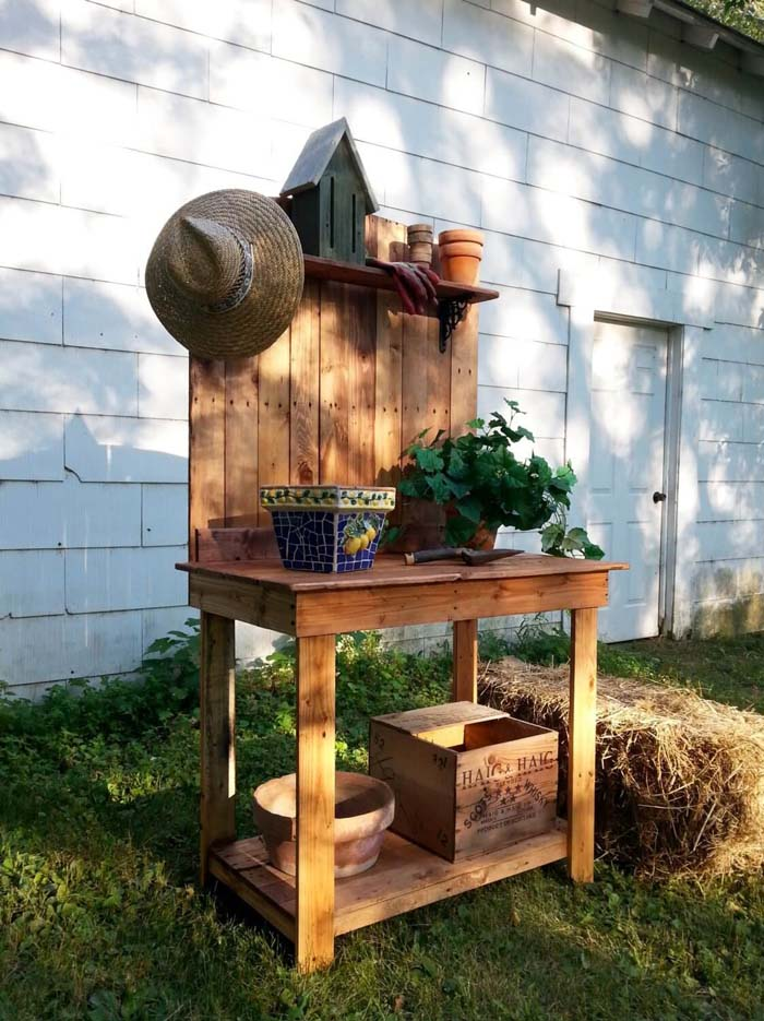 Potting Bench Made from Upcycled Pallets #diy #pallet #garden #decorhomeideas