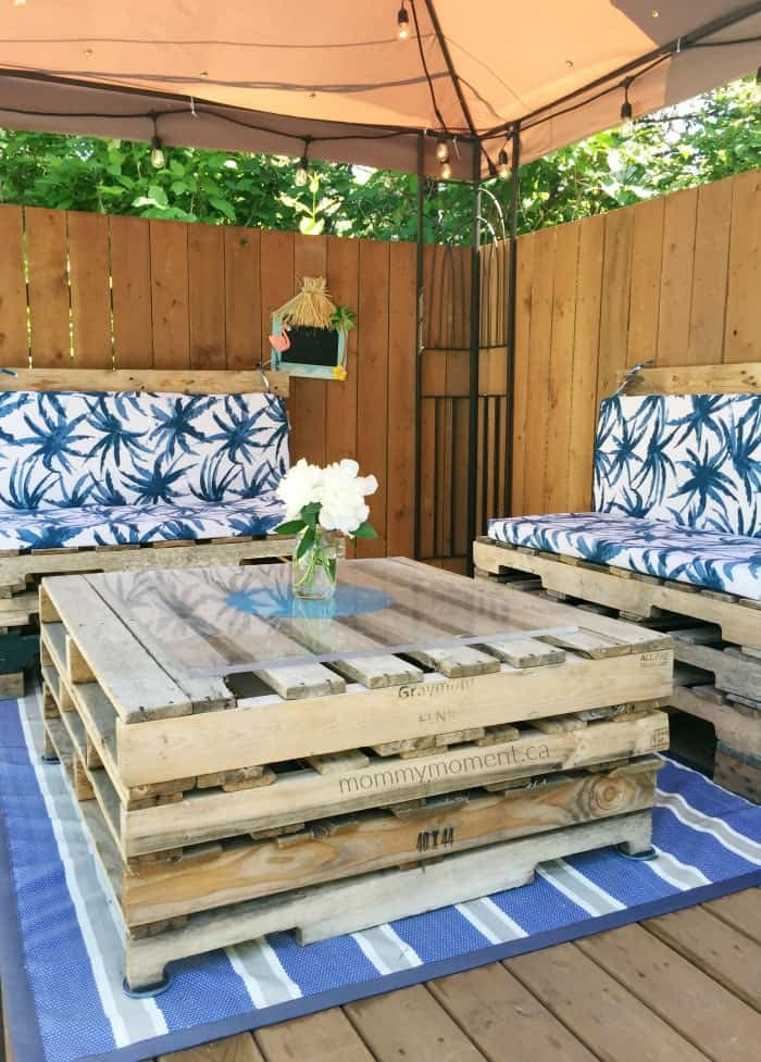 Pretty Pallet Outdoor Living Set #diy #furniture #patio #decorhomeideas