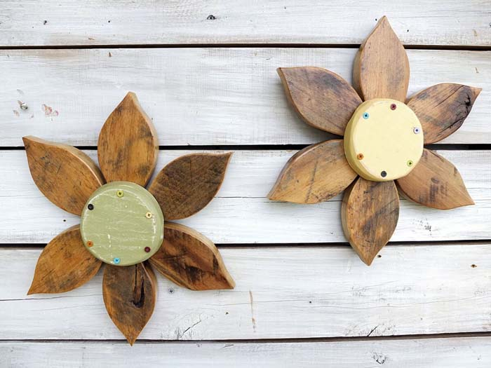 Reclaimed Barn Wood Flower Art #veranda #decor #rustic #decorhomeideas