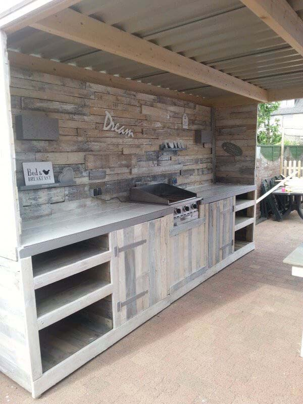 Reclaimed Wood Outdoor Kitchen #outdoorkitchen #garden #ktichen #decorhomeideas