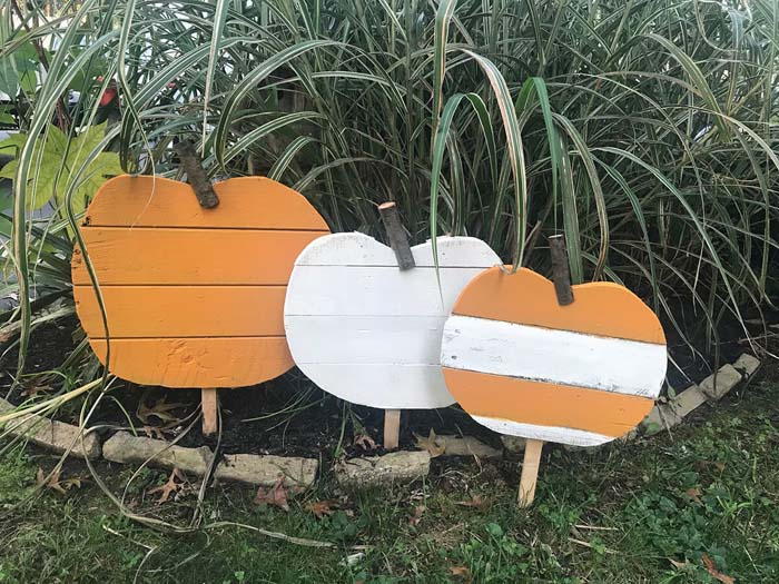 Reclaimed Wooden Halloween Yard Art #diy #pallet #garden #decorhomeideas