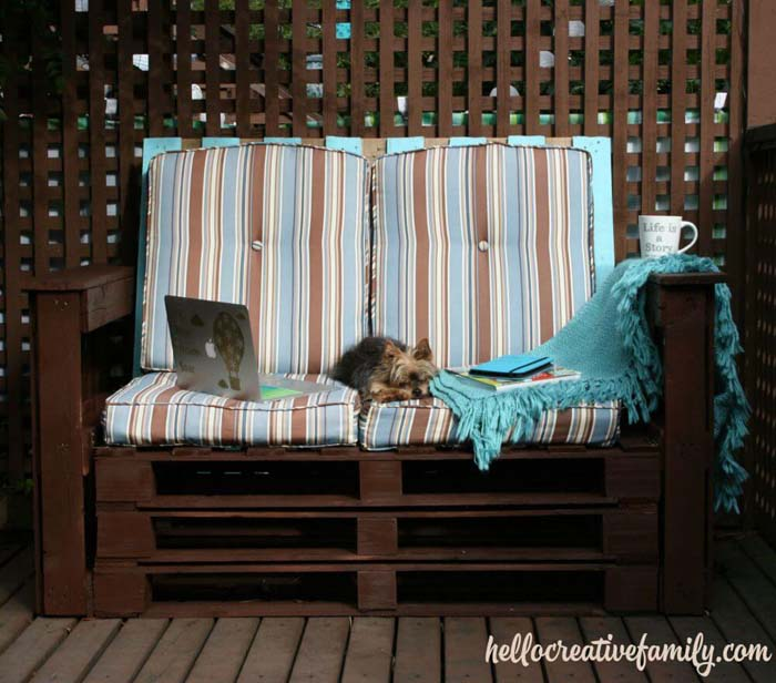 Recycle Pallets with a Garden Bench #diy #pallet #garden #decorhomeideas