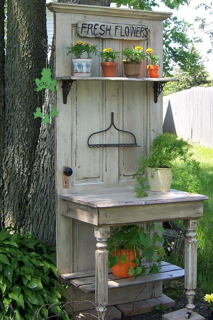 Repurposed Old Door Potting Bench Idea #diy #potting #bench #garden #decorhomeideas