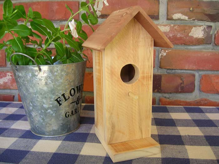 Rustic Decorative Birdhouse with Aromatic Cedar Roof #diy #pallet #garden #decorhomeideas