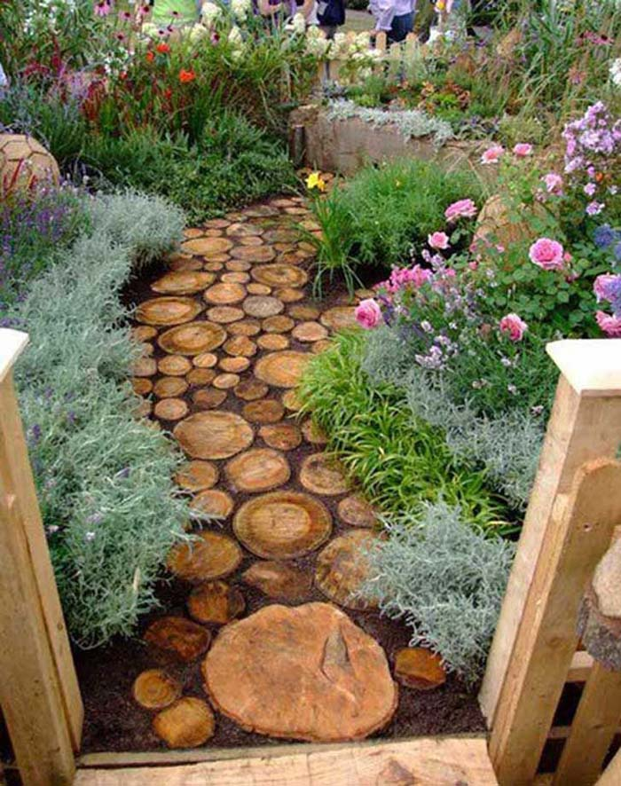 "Rustic Stepping ""Stones"" for a Truly Unique Garden #steppingstones #garden #backyard #pathway #decorhomeideas"