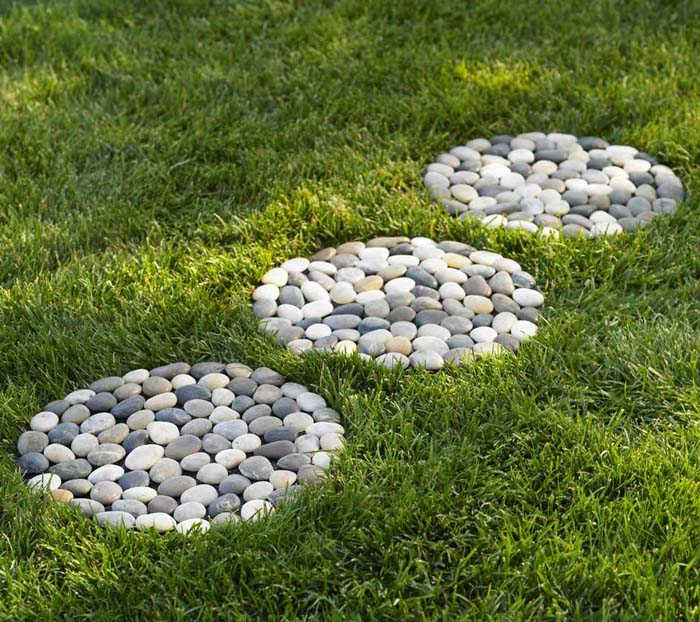 Simple and Organized Stepping Stones #steppingstones #garden #backyard #pathway #decorhomeideas